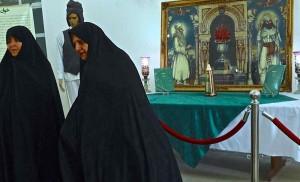 Atashkadeh, deux visiteuses