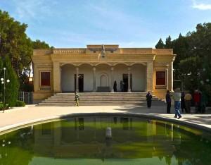 Atashkadeh avec étang