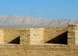 Vue du toit à l'Est sur les montagnes