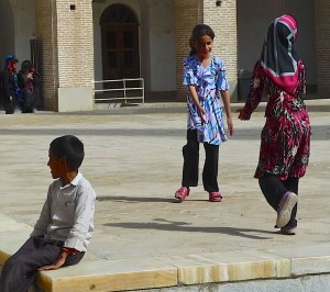 Enfants occupés à leurs jeux