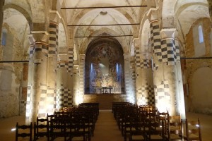 Abbaye, nef centrale avec abside