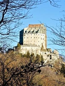 Vue de l'Abbaye depuis la forêt environnante