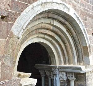 Portail du Zodiaque/2 avec les chapiteaux sculptés par Nicolao au XIIe siècle