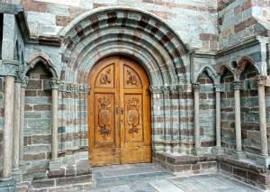 Portail d'entrée à l'église