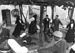 Une séance de thérapie du tarentisme près d'Oristano