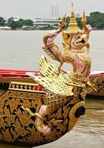 Figure de proue de la barge Krut Tred Trai Chak, avec son Garuda rose